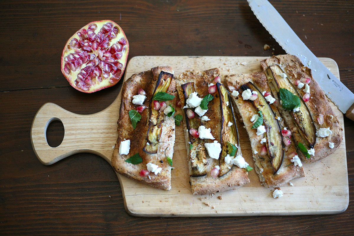 Wholemeal focaccia with aubergines and goat cheese