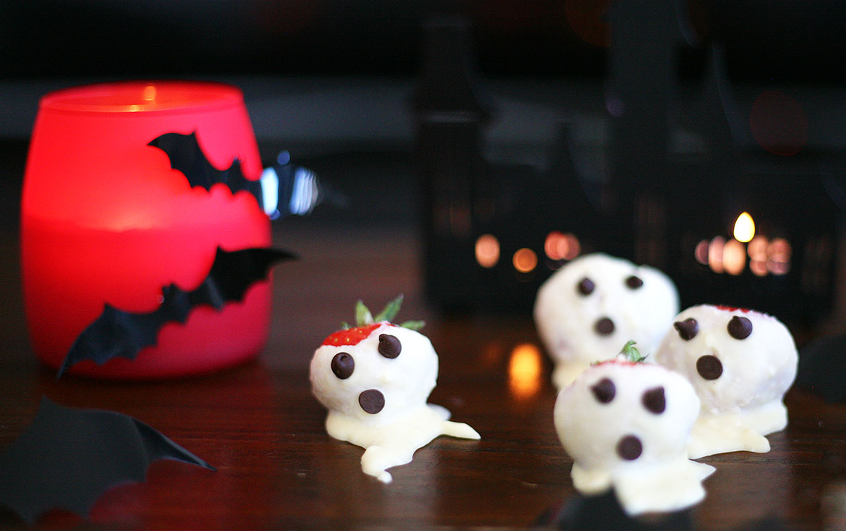 Strawberry and white chocolate ghosts